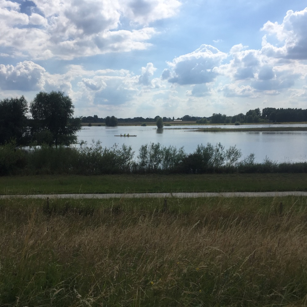 roeisport op rivier