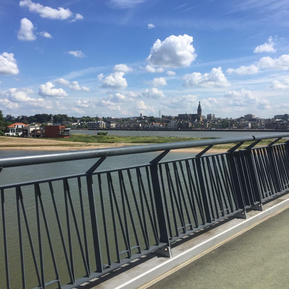 Lent in de verte vanaf brug